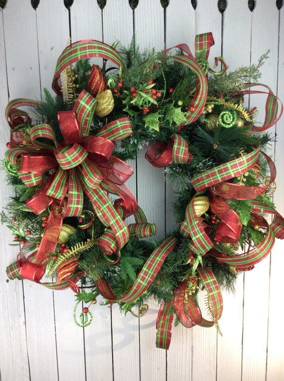 Elegant christmas wreaths to put anyone in the christmas mood for Special xmas decorations